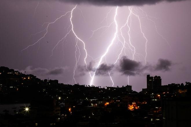 Σχεδόν 10.000 κεραυνοί έπεσαν σε Κεντρική και Βόρεια Ελλάδα την Κυριακή – Νέα επιδείνωση καιρού