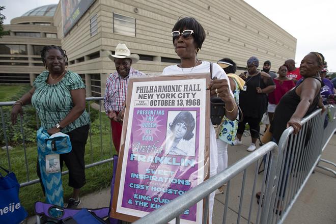 Φόρο τιμής στην Αρίθα Φράνκλιν αποτίουν χιλιάδες θαυμαστές στο Ντιτρόιτ
