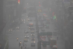 epaselect epa06977749 Motorists drive past under a heavy downpour of rain in New Taipei city, Taiwan, 28 August 2018. A Tropical depression causes schools and offices closures in Southern Taiwan. According to local news reports an extremely heavy rain starting from midnight  led to widespread flooding in the city of Kaohsiung and Tainan in Southern Taiwan.  EPA/RITCHIE B. TONGO