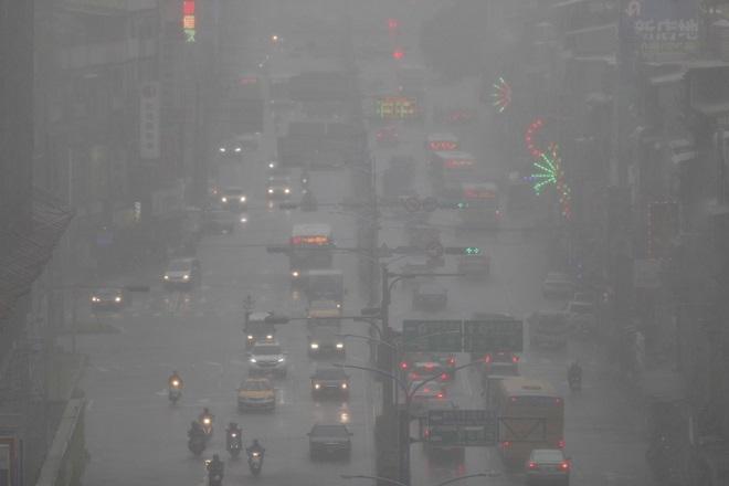 Έρχεται η κακοκαιρία «Γηρυόνης» με καταιγίδες και πτώση της θερμοκρασίας