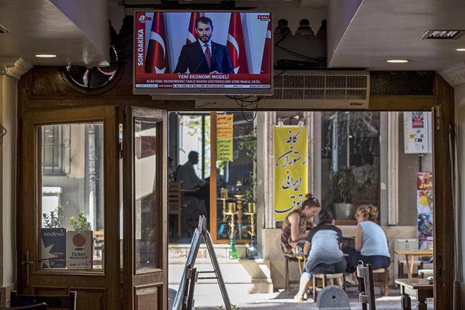 Ο Τούρκος υπουργός Οικονομικών έφερε νέα πτώση της λίρας