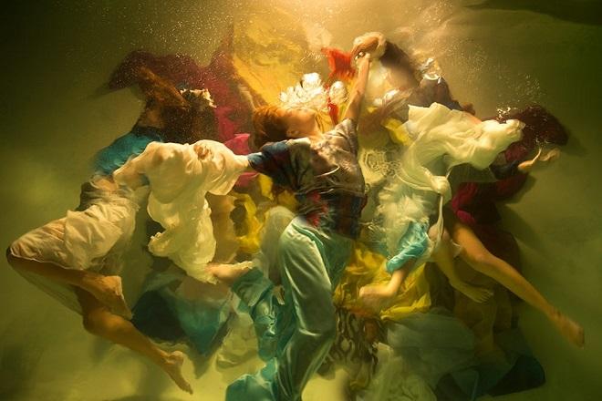 «Μούσες»: Υποβρύχιες φωτογραφίες σαν πίνακες του Καραβάτζο