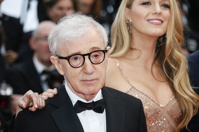 epa05299889 US director Woody Allen (L) and US actress Blake Lively (R) arrive for the screening of 'Cafe Society' and the Opening Ceremony of the 69th annual Cannes Film Festival in Cannes, France, 11 May 2016. Presented out of competition, the movie opens the festival which runs from 11 to 22 May.  EPA/JULIEN WARNAND