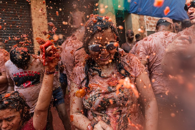 epa06980871 People take part in the traditional Tomatina battle in Bunol, Spain, 29 August 2018. As every year on the last Wednesday of August, thousands of people visit the small village of Bunol to attend the Tomatina, a battle in which tons of ripe tomatoes are used as weapons. This year, a total of 145 tons of ripe tomatoes will be thrown between more than 22,000 assistants.  EPA/RODRIGO JIMENEZ