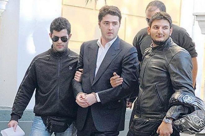 Ποινική δίωξη για έντεκα αδικήματα για την υπόθεση της παράνομης αποφυλάκισης του A. Φλώρου