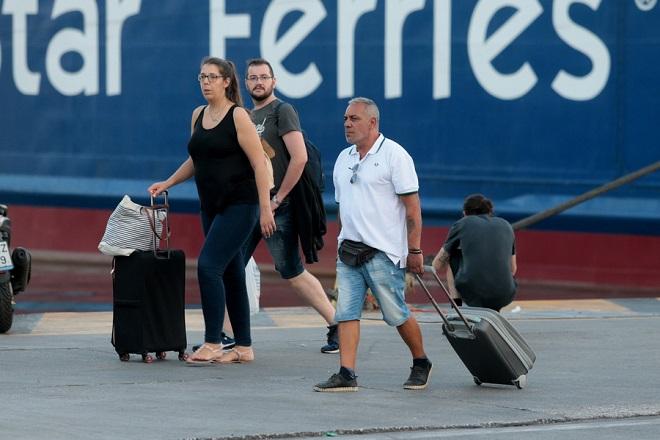 Ξεκίνησε η μεγάλη έξοδος για το φετινό καλοκαίρι από τα λιμάνια της Αττικής