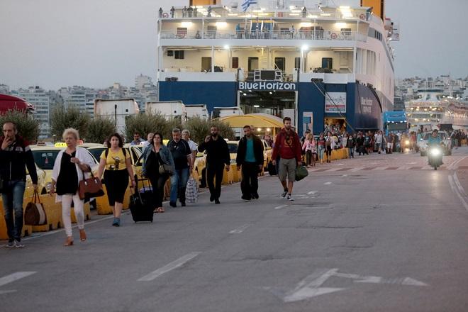 Αυξημένη παραμένει η κίνηση στα λιμάνια Πειραιά, Ραφήνας και Λαυρίου