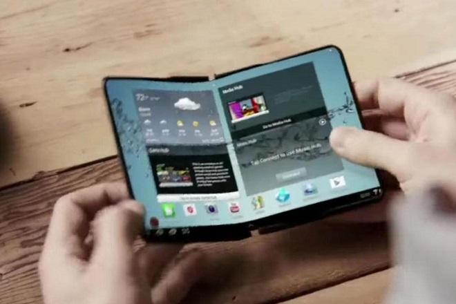 Η Samsung καινοτομεί: Αυτό είναι το νέο smartphone που…διπλώνει