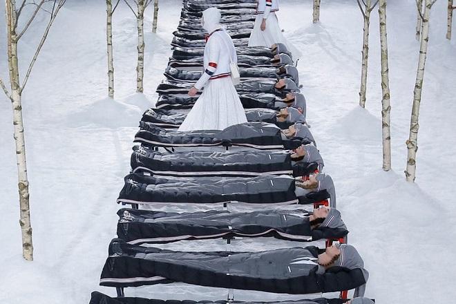 Τι προτείνει ο οίκος μόδας Thom Browne για ένα πιο σικάτο camping