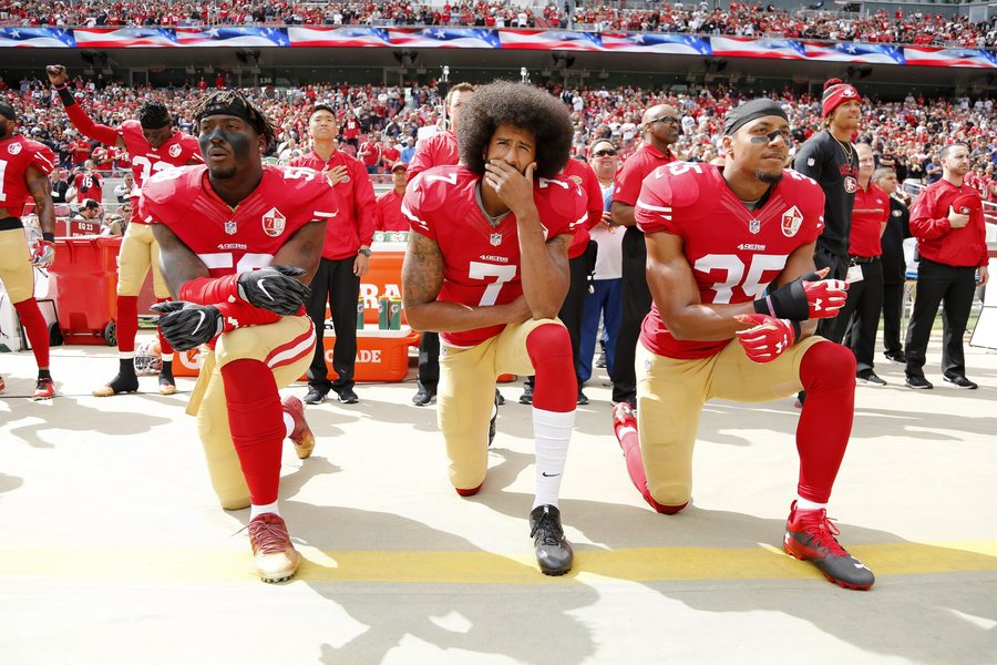 Ο αθλητής που γονάτισε στον αμερικανικό ύμνο είναι το νέο πρόσωπο της διαφήμισης της Nike