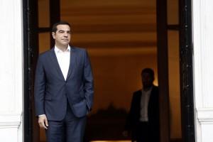 Ο πρωθυπουργός Αλέξης Τσίπρας περιμένει να υποδεχτεί τον γγ ΝΑΤΟ Γενς Στόλτενμπεργκ (δεν εικονίζεται), την Πέμπτη 6 Σεπτεμβρίου 2018,  στο Μέγαρο Μαξίμου.  ΑΠΕ-ΜΠΕ/ΑΠΕ-ΜΠΕ/ΑΛΕΞΑΝΔΡΟΣ ΒΛΑΧΟΣ