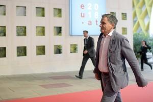 O υπουργός Οικονομικών Ευκλείδης Τσακαλώτος κατά την άφιξή του για την άτυπη συνεδρίαση του Eurogroup, την Παρασκευή 7 Σεπτεμβρίου 2018, στη Βιένη.  ΑΠΕ-ΜΠΕ/consilium.europa.eu/BKA/Michael Gruber