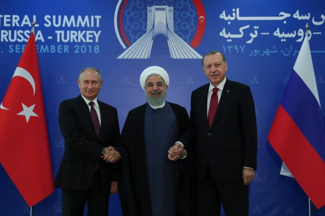 epa07002773 A handout photo made available by the Iranian presidential office shows Iranian President Hassan Rouhani (C), Turkish President Recep Tayyip Erdogan (R), and Russia President Vladimir Putin posing for a picture before their meeting in Tehran, Iran, 07 September 2018. Media Reported that Iran, Russia, and Turkey are holding a trilateral meeting on the Syria crisis.  EPA/IRAN PRESIDENTIAL OFFICE HANDOUT  HANDOUT EDITORIAL USE ONLY/NO SALES