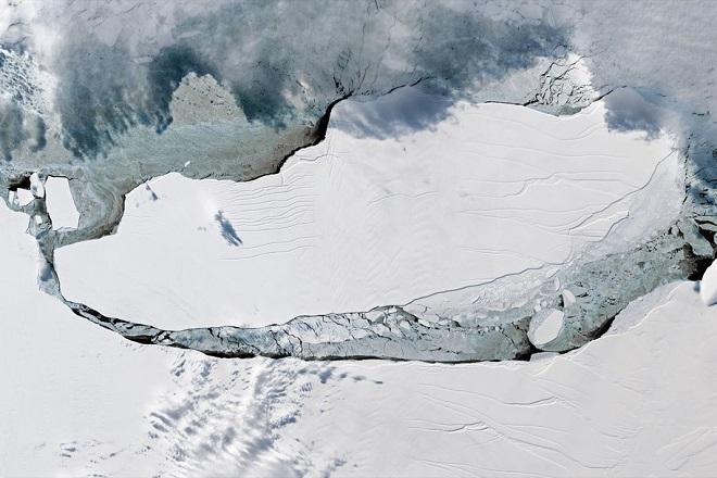 Ένα παγόβουνο ενός τρισ. τόνων απειλεί την παγκόσμια οικονομία