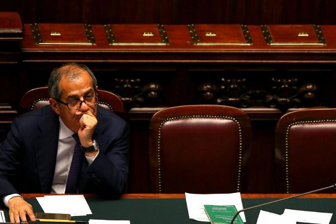 Ιταλός ΥΠΟΙΚ: Το χρέος θα μειωθεί κατά 0,1% του ΑΕΠ το 2018