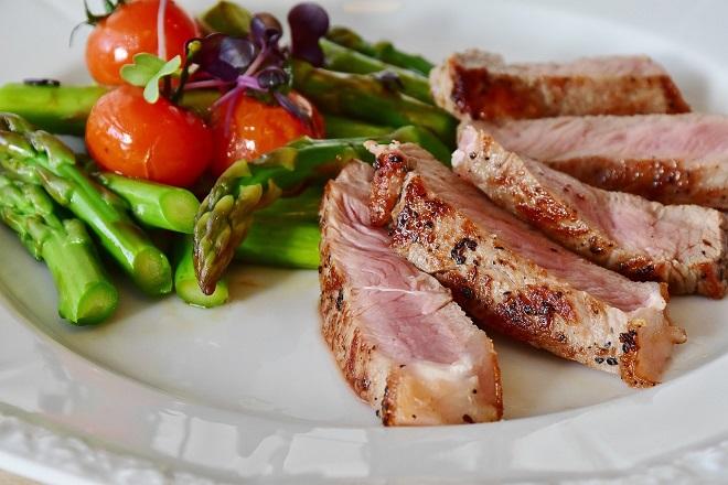 Η κατανάλωση λιγότερου κρέατος βοηθά στην εξοικονόμηση νερού