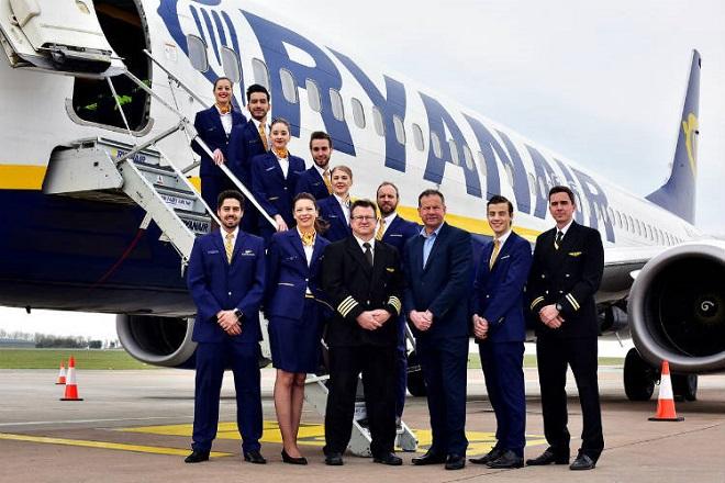 Με απολύσεις απειλεί η Ryanair τους εργαζόμενους εάν συνεχιστούν οι απεργίες