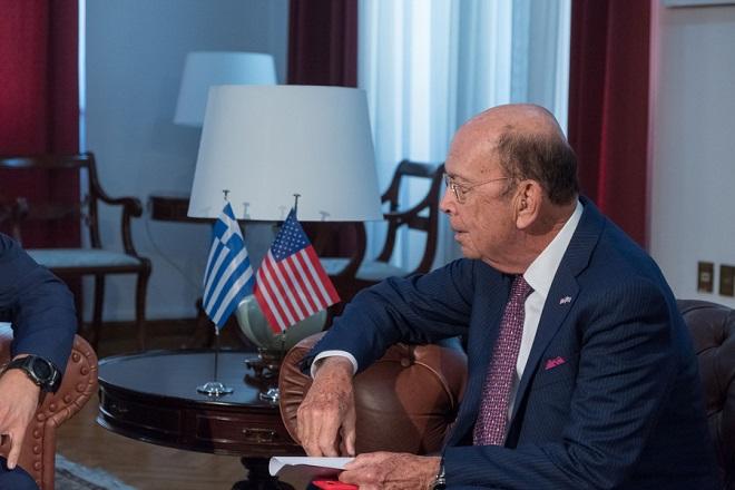 Ο πρωθυπουργός Αλέξης Τσίπρας (δεν εικονίζεται) συνομιλεί με τον υπουργό Εμπορίου των ΗΠΑ, Wilbur Ross (φωτο), κατά τη διάρκεια της συνάντησής τους, την Παρασκευή 7 Σεπτεμβρίου 2018, στο γραφείο του στη Θεσσαλονίκη. Ο πρωθυπουργός, βρίσκεται στη Θεσσαλονίκη, ενόψει των εγκαινίων της 83ης ΔΕΘ με τιμώμενη χώρα τις ΗΠΑ.  ΑΠΕ-ΜΠΕ/ΑΠΕ-ΜΠΕ/ΝΙΚΟΣ ΑΡΒΑΝΙΤΙΔΗΣ