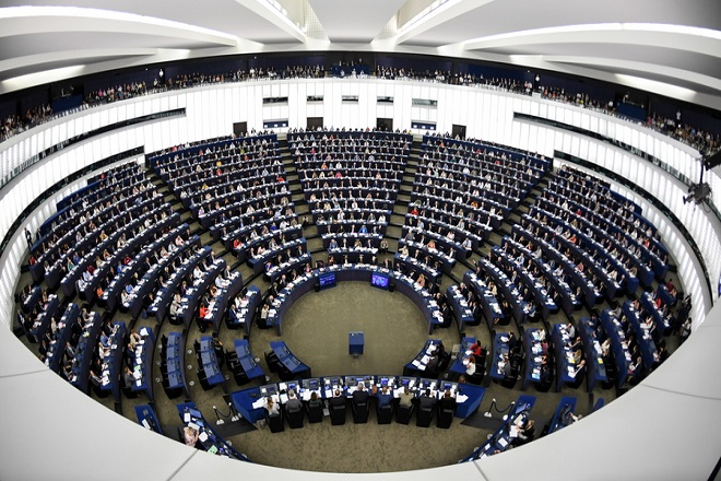 epa07014581 Members of the European Parliament take part in a vote on modifications to EU copyright reforms during a voting session at the European Parliament in the European Parliament in Strasbourg, France, 12 September 2018.  EPA/PATRICK SEEGER