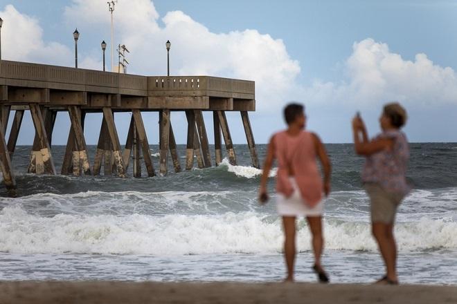 Εξασθένισε ο τυφώνας Φλόρενς στις ΗΠΑ – Σε επιφυλακή οι αρχές