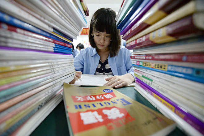 epaselect epa06758861 A Chinese high school student studies late at night for the annual 'Gaokao' or college entrance examinations in Handan, Hebei Province, China, 23 May 2018 (issued 24 May 2018). The annual 'Gaokao' or National Higher Education Entrance Examination is widely considered to be the most important exam in China that will determine whether students qualify for undergraduate education, which institutions they get into and their future career paths. This year's 'Gaokao' will take place from 7 June to 8 June.  EPA/HAO QUNYING CHINA OUT