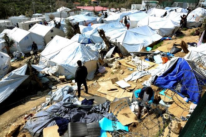 Σχέδια για μεταφορά 2.000 προσφύγων από τη Μόρια στην ενδοχώρα