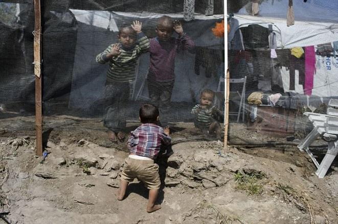 «SOS» από τους Γιατρούς Χωρίς Σύνορα: Να μετακινηθούν άμεσα τα παιδιά από τη Μόρια