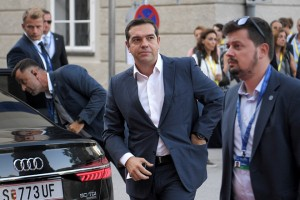 epa07032523 Prime Minister of Greece Alexis Tsipras (C) arrives for a dinner at the Felsenreitschule theatre, during the European Union's (EU) Informal Heads of State Summit in Salzburg, Austria, 19 September 2018. EU countries' leaders meet on 19 and 20 September for a summit to discuss internal security measures, migration and Brexit.  EPA/CHRISTIAN BRUNA