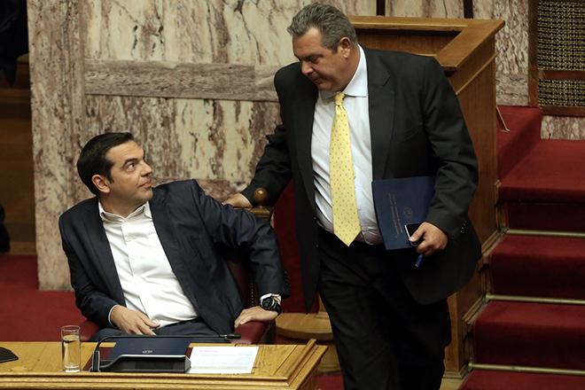 Ο πρωθυπουργός Αλέξης Τσίπρας (Α) και ο πρόεδρος των ΑΝΕΛ και υπουργός Εθνικής Άμυνας Πάνος Καμμένος (Δ) παρίστανται στην Ολομέλεια της Βουλής στη συζήτηση προ Ημερησίας Διατάξεως, με πρωτοβουλία του αρχηγού της αξιωματικής αντιπολίτευσης και προέδρου της Νέας Δημοκρατίας Κυριάκου Μητσοτάκη, σε επίπεδο αρχηγών κομμάτων, με θέμα την Οικονομία, τις αποφάσεις του Eurogroup και τις  δεσμεύσεις  που ανέλαβε η κυβέρνηση, Αθήνα, Πέμπτη 05 Ιουλίου 2018. . ΑΠΕ-ΜΠΕ/ΑΠΕ-ΜΠΕ/ΣΥΜΕΛΑ ΠΑΝΤΖΑΡΤΖΗ
