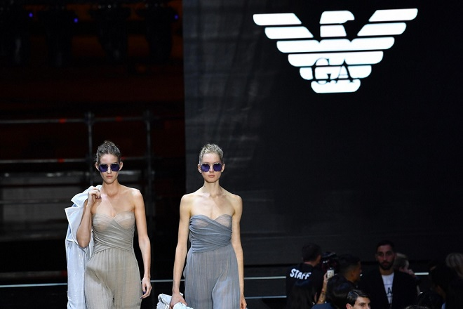 epa07036180 Models present creations by Emporio Armani during the Milan Fashion Week, in Milan, Italy, 20 September 2018. The Spring-Summer 2019 Women's collections are presented at the Milano Moda Donna from 18 to 24 September.  EPA/DANIEL DAL ZENNARO