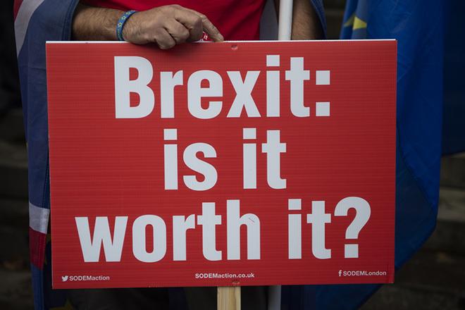 Λίστα με «τεχνικά ζητήματα» από τη βρετανική κυβέρνηση ενόψει «σκληρού Brexit»