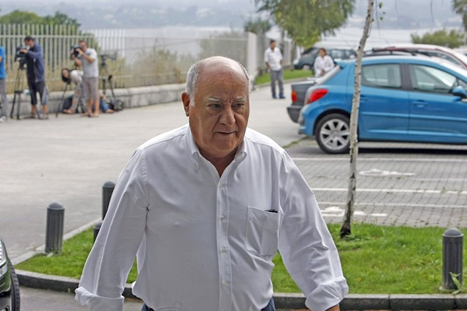 epa03826657 Spanish tycoon Amancio Ortega, owner of the Spanish textile giant group Inditex, arrives at the funeral chapel for his ex-wife Rosalia Mera in A Coruna, northwestern Spain, 16 August 2013. Mera died on 15 August 2013 in A Coruna after she had a brain hemorrhage a day before in Menorca, Balearic Islands. The co-founder of Spanish textile gigant Inditex was considered to be the Spain's richest woman. Mera was ex-wife of Amancio Ortega, chairman of Inditex, which owns several fashion chains including Zara, Bershka, Pull & Bear and Massimo Dutti.  EPA/CABALAR