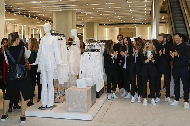 epa05894035 Zara staff applaud during the opening of the world's biggest Zara store in Madrid, Spain, 07 April 2017. The Spanish clothing retailer's store measures 6,000 square meters and is located in downtown Madrid.  EPA/BALLESTEROS