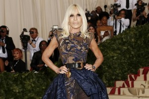 epa06717894 Donatella Versace arrives on the red carpet for the Metropolitan Museum of Art Costume Institute's benefit celebrating the opening of the exhibit 'Heavenly Bodies: Fashion and the Catholic Imagination' in New York, New York, USA, 07 May 2018. The exhibit will be on view at the Metropolitan Museum of Art's Costume Institute from 10 May to 08 October 2018.  EPA/JUSTIN LANE