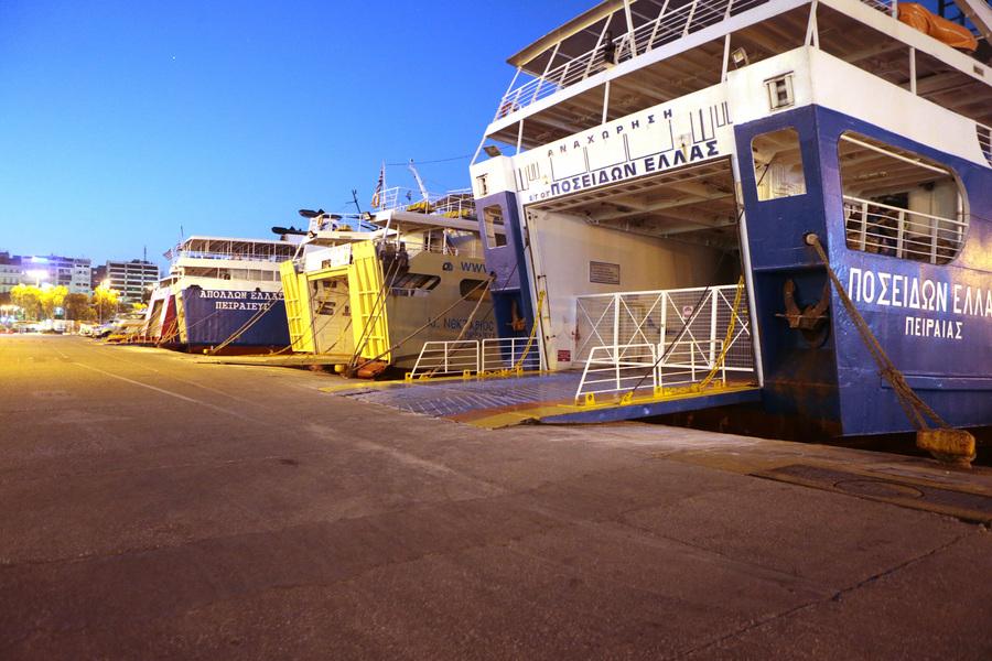 Κλειστά παραμένουν τα λιμάνια σε Πειραιά, Ραφήνα και Λαύριο – Συνεχίζονται οι θυελλώδεις άνεμοι