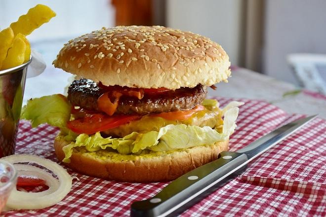 Διεθνής Μελέτη: Το πρόχειρο φαγητό αυξάνει τον κίνδυνο κατάθλιψης