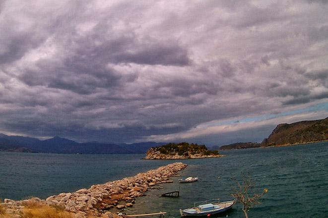 «Σαρώνει» ο Αντίνοος με καταιγίδες, χαλάζι και δυνατούς ανέμους