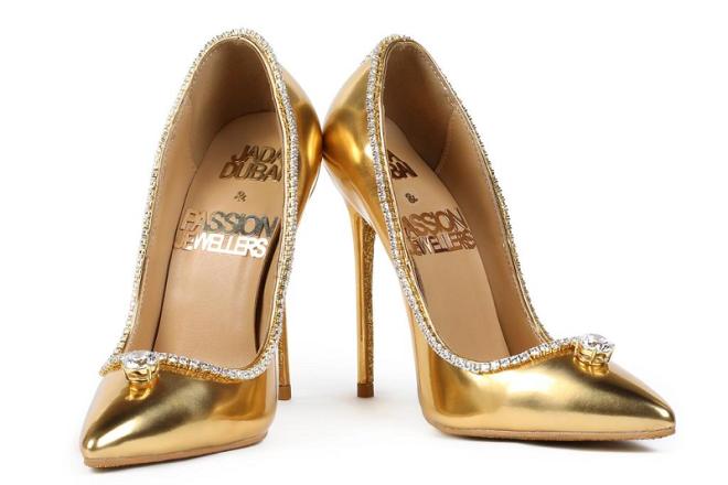 Σε τιμή ρεκόρ πουλήθηκε ένα ζευγάρι χρυσές γόβες με διαμάντια