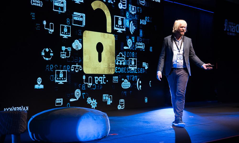 Ο άνθρωπος που γνωρίζει όσο λίγοι τα μυστικά της ψηφιακής ασφάλειας