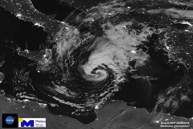 Ο μεσογειακός κυκλώνας όπως φαίνεται από το διάστημα – Τί προβλέπει η ΕΜΥ για τα έντονα καιρικά φαινόμενα