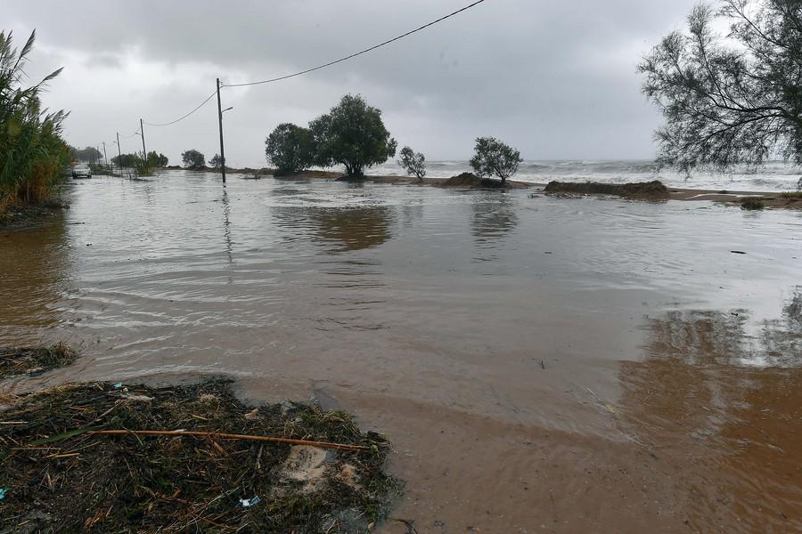 Πού έπεσε η περισσότερη βροχή στο πέρασμα του κυκλώνα «Ζορμπάς» από την Ελλάδα