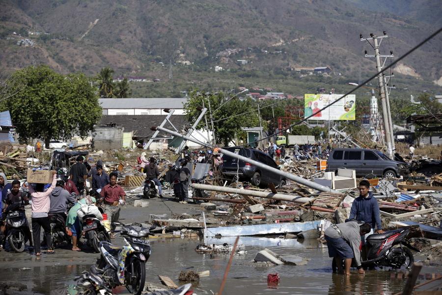 Ανείπωτη τραγωδία στην Ινδονησία – Ξεπερνούν τους 800 οι νεκροί από το φονικό τσουνάμι