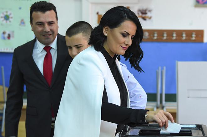 Έφτασε η ώρα του δημοψηφίσματος στην ΠΓΔΜ – Σχεδόν αδύνατο να πιάσει η συμμετοχή το 50% (upd)