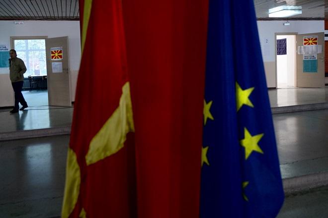 Μήνυμα ΕΕ-ΝΑΤΟ σε ΠΓΔΜ: Είναι στα χέρια των πολιτικών να αποφασίσουν για το μέλλον