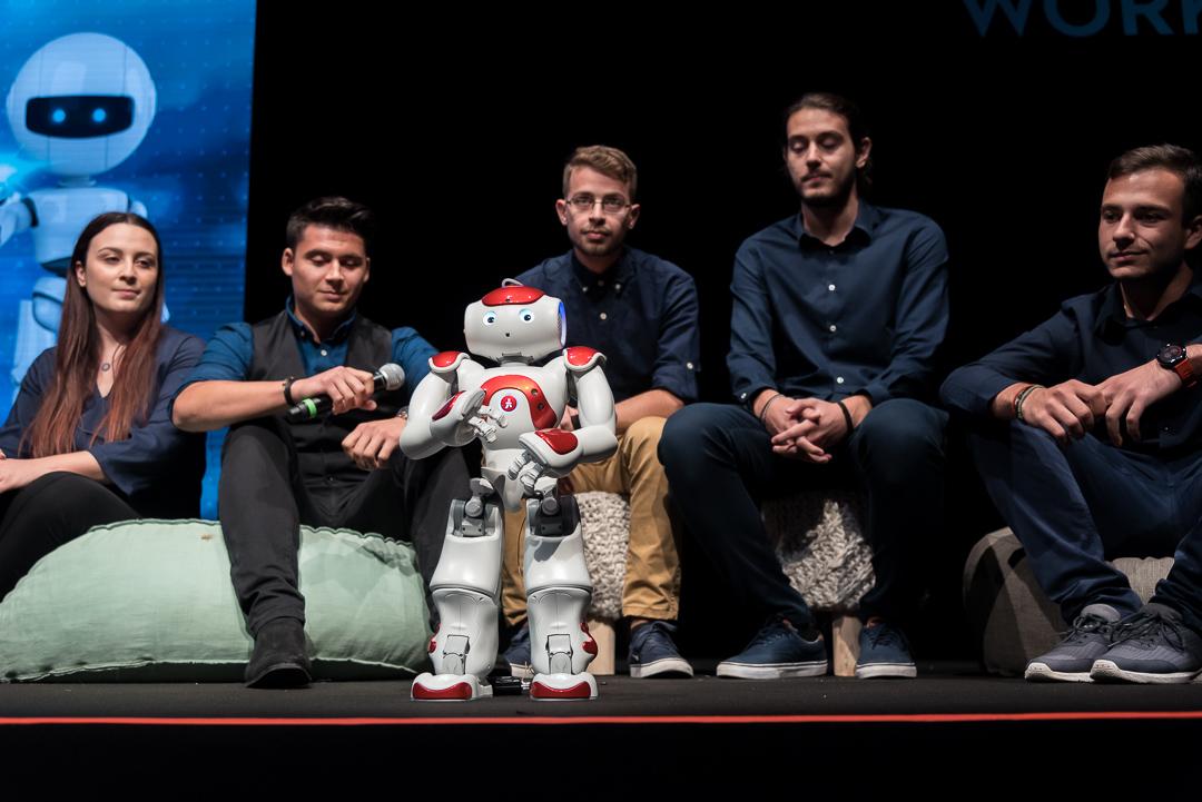 Συνέντευξη με ένα ρομπότ: «Θέλουμε να βοηθήσουμε και όχι να αντικαταστήσουμε τους ανθρώπους»