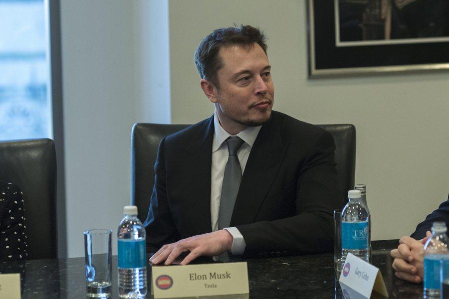 Πώς η «εκπαραθύρωση» του Έλον Μασκ από την Tesla τον έκανε πλουσιότερο κατά 1,7 δισ. δολάρια