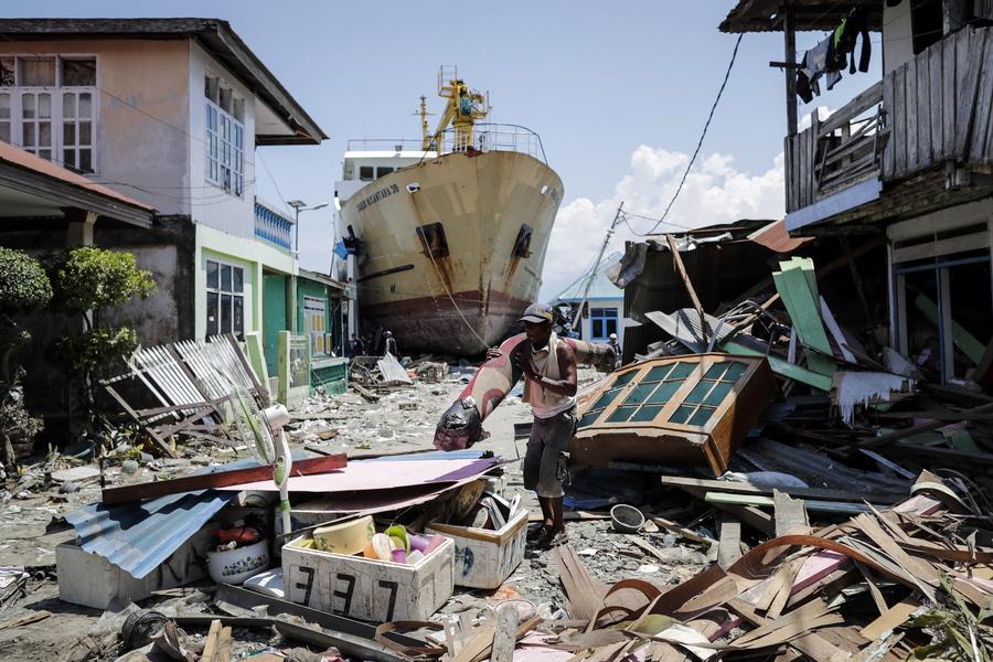 Τραγωδία μετά τον σεισμό στην Ινδονησία: Ξεπέρασαν τους 1.200 οι νεκροί