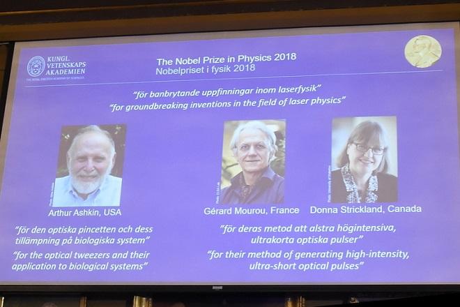 Σε τρεις επιστήμονες το φετινό Νόμπελ Φυσικής – Για πρώτη φορά μετά από 55 χρόνια βραβεύεται γυναίκα Φυσικός