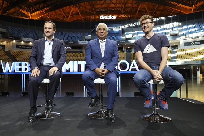 epa07065819 Web Summit CEO Paddy Cosgrave (R) with Prime Minister of Portugal Antonio Costa (C) and the mayor of Lisbon Fernando Medina (L) during the ceremony of announcement that Lisbon will remain the host city of Web Summit for the next decade at the Altice Arena, Lisbon, Portugal. 03 October 2018.  EPA/MIGUEL A. LOPES