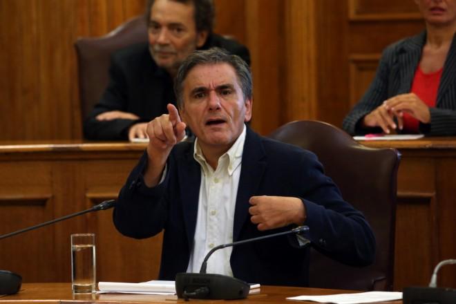 Ο υπουργός Οικονομικών  Ευκλείδης Τσακαλώτος στη σημερινή συνεδρίαση της διευρυμένης ΕΠΕΚΕ της ΚΟ του ΣΥΡΙΖΑ στη Βουλή, σχετικά με την ενημέρωση για το προσχέδιο προϋπολογισμού του 2019, Τετάρτη 3 Οκτωβρίου 2018. ΑΠΕ-ΜΠΕ/ΑΠΕ-ΜΠΕ/Αλέξανδρος Μπελτές